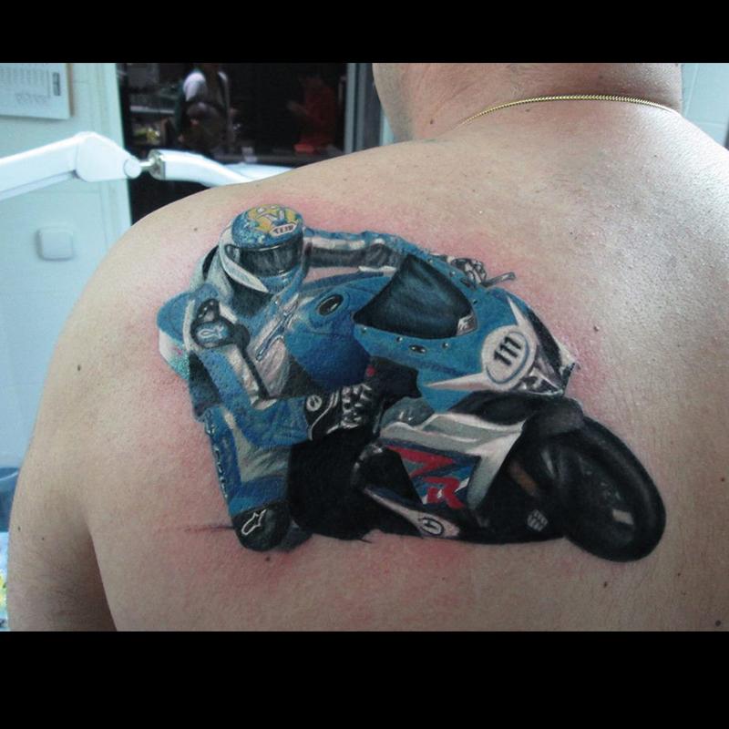 ejemplo tatuaje realista hombro