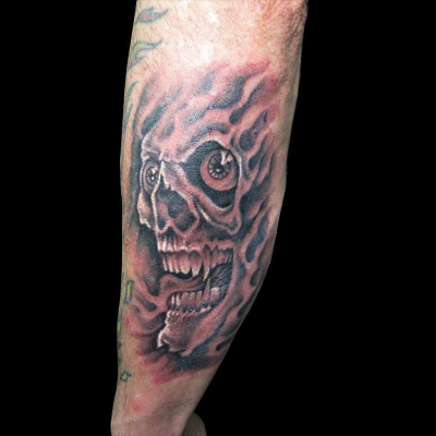 Tatuaje de calavera en el brazo
