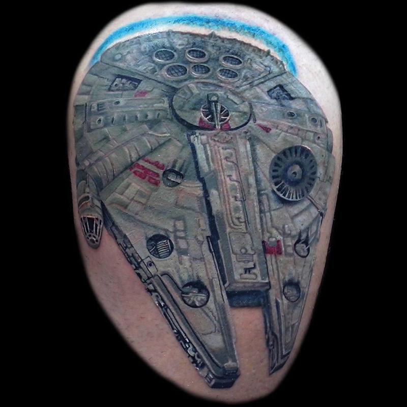 Tatuaje halcón milenario