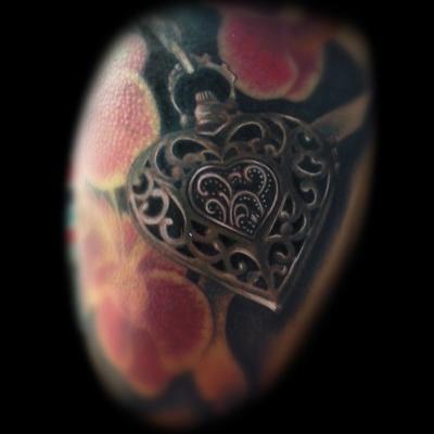 tatuaje muy realista corazón