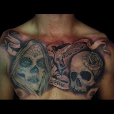 tatuaje realista en el pecho
