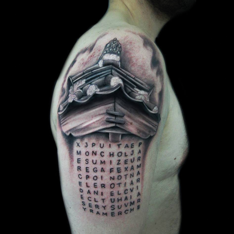 tatuaje en el hombro sopa de letras