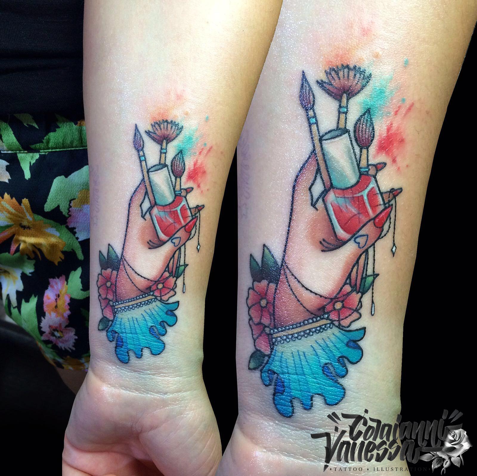 Tatuaje mano vintage esteticista