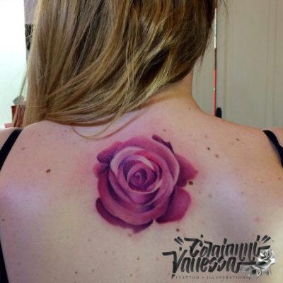 Rosa tatuaje espalda