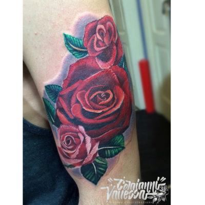 Tatuaje realista rosas