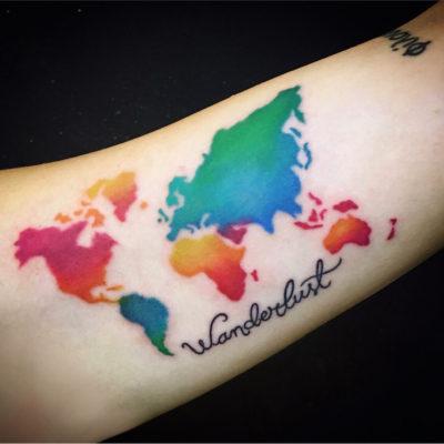 Mapa mundi tatuaje a color