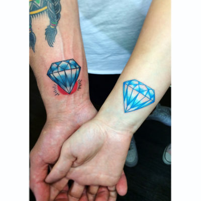 Tatuaje parejas en color - diamantes